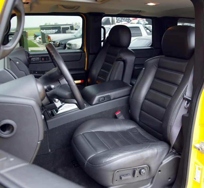 Pre-owned white Hummer H2 SUT